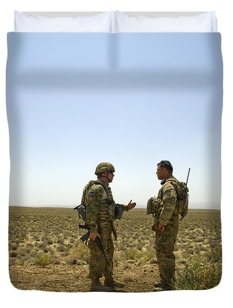 Soldiers Discuss, Drop Zone Duvet Cover by Stocktrek Images