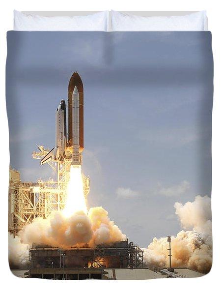 Space Shuttle Atlantis Lifting Duvet Cover by Stocktrek Images