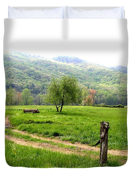 Duvet Cover featuring the photograph Springs Alive by Paul Mashburn