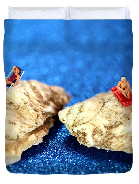 Sunbathers On Shells Duvet Cover by Paul Ge