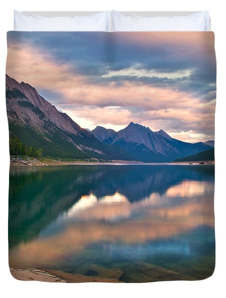 Sunset Over Medicine Lake Duvet Cover by James Steinberg and Photo Researchers