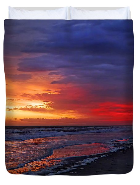 Ten Minutes On The Beach  Duvet Cover by Phill Doherty