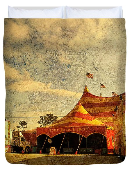 The Circus Is In Town Duvet Cover by Susanne Van Hulst