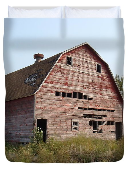 Duvet Cover featuring the photograph The Hole Barn by Bonfire Photography