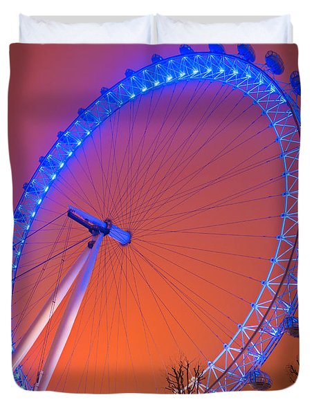 Duvet Cover featuring the photograph The London Eye by Luciano Mortula