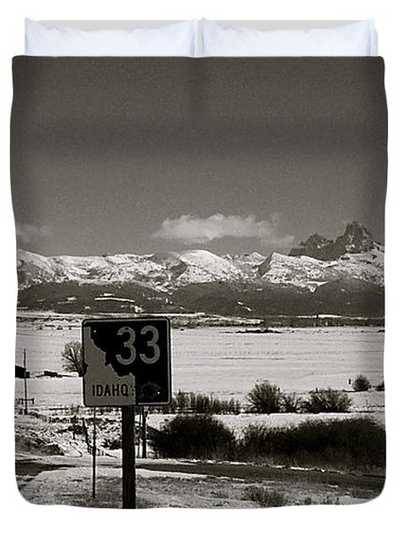 Duvet Cover featuring the photograph The Road Home by Eric Tressler