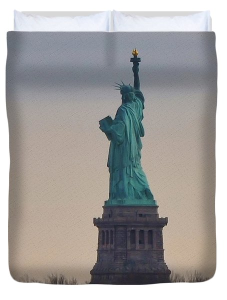 The Statue Of Liberty Duvet Cover by Bill Cannon