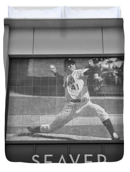 Tom Seaver 41 In Black And White Duvet Cover by Rob Hans