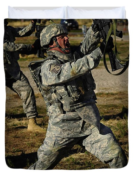 U.s. Air Force Soldier Practices Duvet Cover by Stocktrek Images