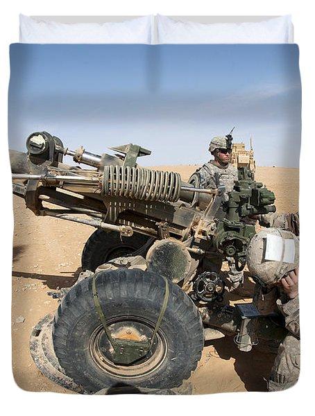 U.s. And Iraqi Artillerymen Train Duvet Cover by Stocktrek Images