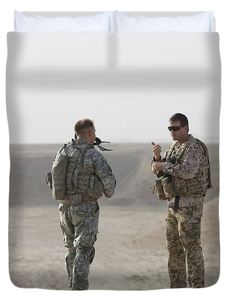 U.s. Army Soldier And German Soldier Duvet Cover by Terry Moore