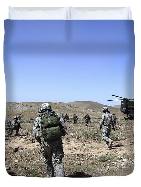 U.s. Army Soldiers Run Back Duvet Cover by Stocktrek Images