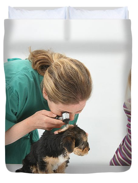 Vet Using An Otoscope To Examine A Pups Duvet Cover by Mark Taylor