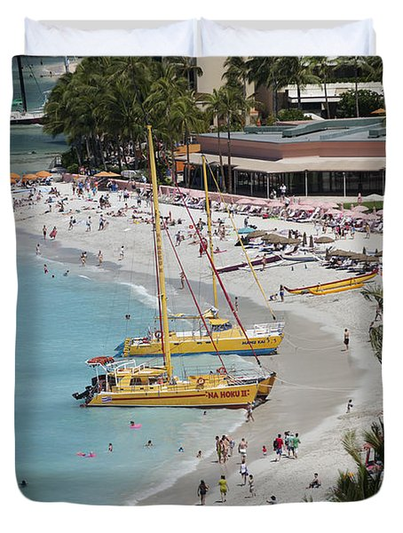 Waikiki Beach And Catamarans Duvet Cover by Peter French