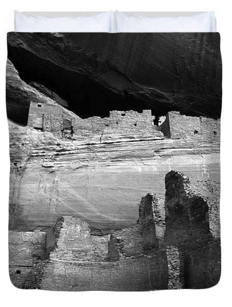 White House Ruin Canyon De Chelly Monochrome Duvet Cover by Bob Christopher