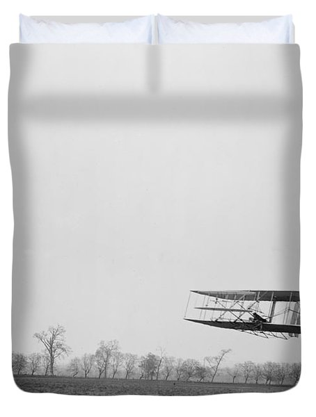 Wilbur Wright Piloting Wright Flyer II Duvet Cover by Science Source