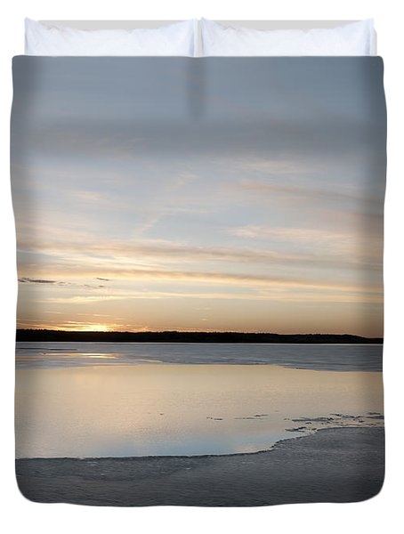 Duvet Cover featuring the photograph Winter Sunset Over Lake by Art Whitton