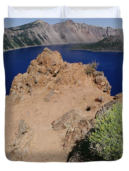 Wizard Island And Lake Shore, Mt Duvet Cover by Gerry Ellis