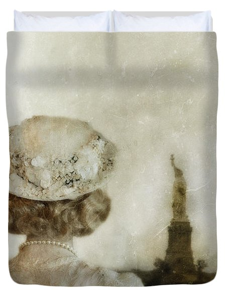 Woman In Hat Viewing The Statue Of Liberty  Duvet Cover by Jill Battaglia