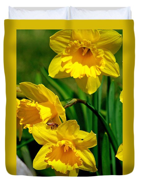 Yellow Daffodils And Honeybee Duvet Cover by Kay Novy