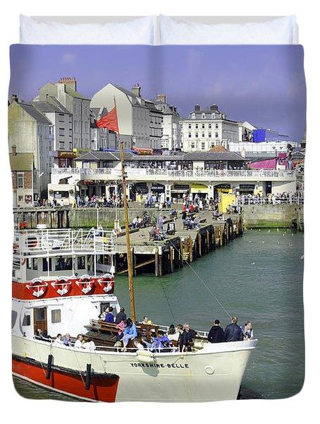 Yorkshire Belle Turning In Bridlington Harbour Duvet Cover by Rod Johnson