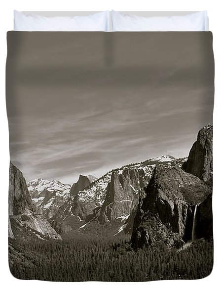 Duvet Cover featuring the photograph Yosemite Valley by Eric Tressler