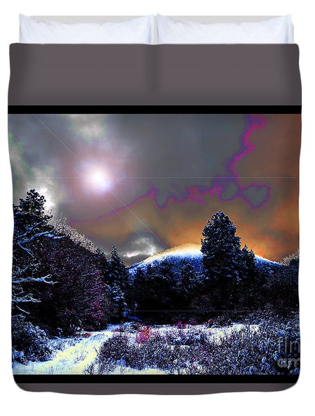 Moonrise On Kiva Mountain Duvet Cover