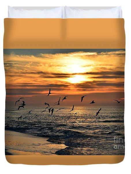 0221 Gang Of Gulls At Sunrise On Navarre Beach Duvet Cover