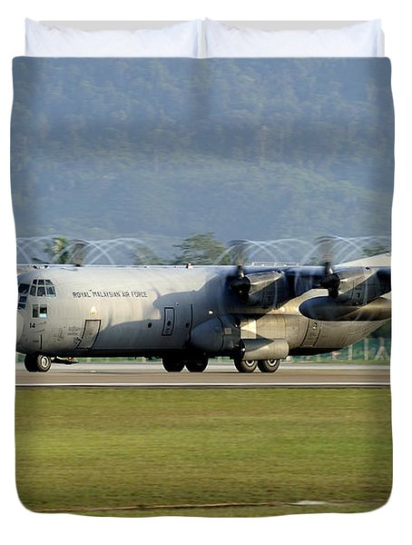 A C-130j Hercules Of The Royal Duvet Cover by Remo Guidi