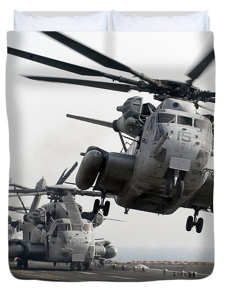 A Ch-53e Super Stallion Lifts Duvet Cover by Stocktrek Images