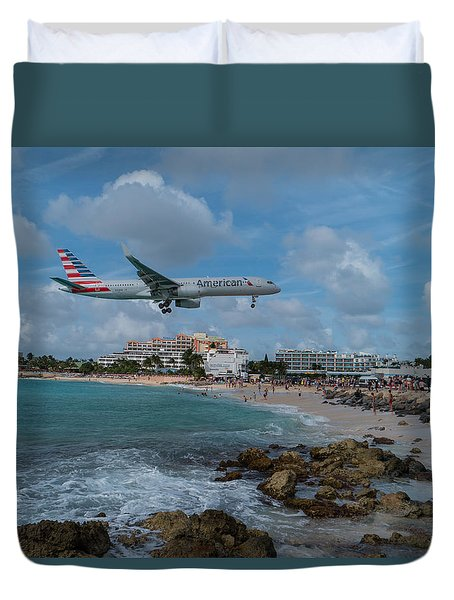 American Airlines Landing At St. Maarten Duvet Cover