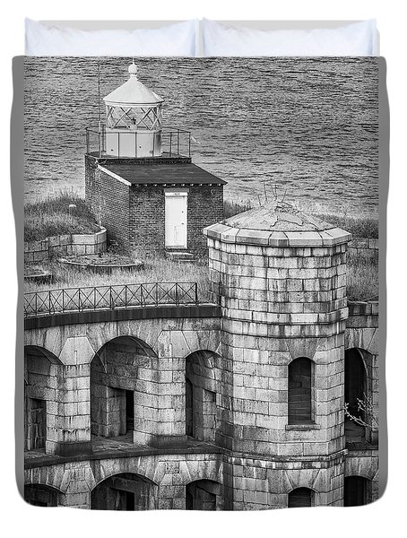 Duvet Cover featuring the photograph Battery Weed At Fort Wadsworth Nyc by Susan Candelario