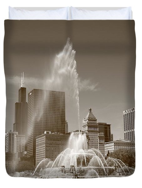 Chicago Skyline And Buckingham Fountain Duvet Cover by Frank Romeo
