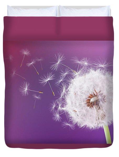 Dandelion Flying On Magenta Background Duvet Cover