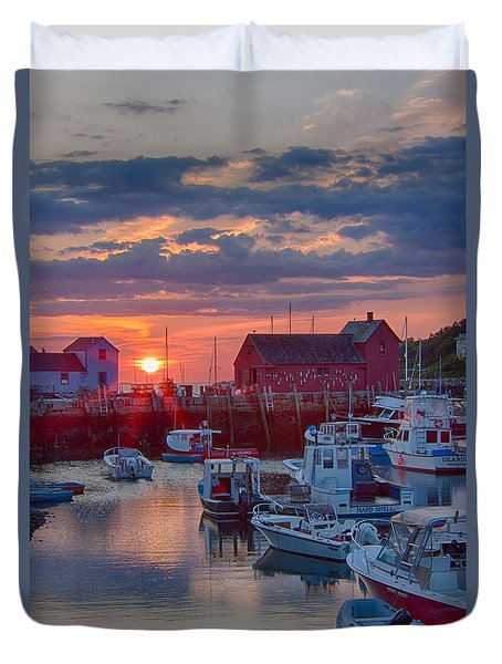 Duvet Cover featuring the photograph Dawn Arrives Motif #1 by Jeff Folger