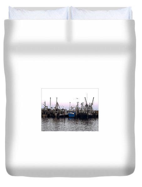 Duvet Cover featuring the digital art Dragger Painting by Newwwman