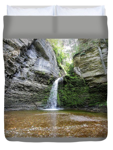 Eagle Cliff Falls In Ny Duvet Cover