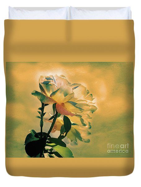 Duvet Cover featuring the photograph Flores De Invierno by Alfonso Garcia