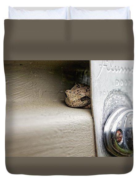 Duvet Cover featuring the photograph Garage Door Tree Frog by Lars Lentz