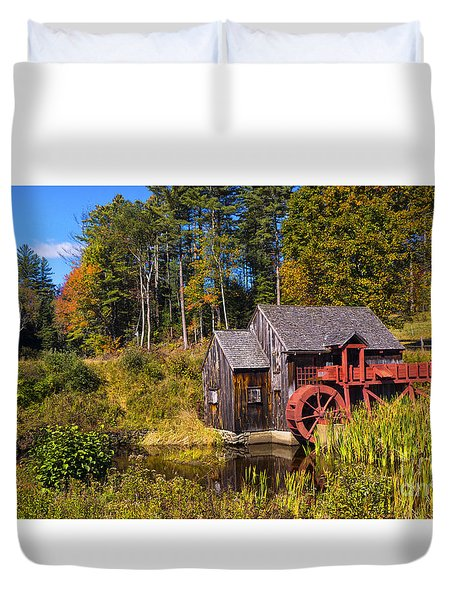 Guildhall Grist Mill In Fall Colors. Duvet Cover