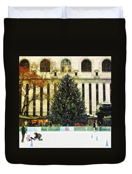 Ice Skating During The Holiday Season Duvet Cover by Nishanth Gopinathan