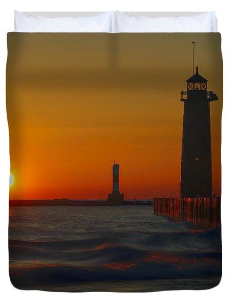 Kenosha Lighthouse At Sunup Duvet Cover