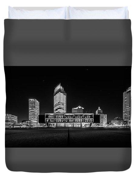 Duvet Cover featuring the photograph Milwaukee County War Memorial Center by Randy Scherkenbach