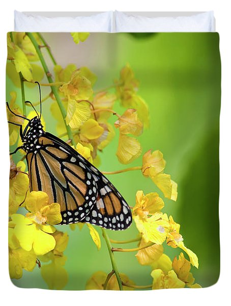 Monarch Butterfly On Yellow Orchids Duvet Cover