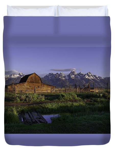 Moulton Barn At Dawn Duvet Cover