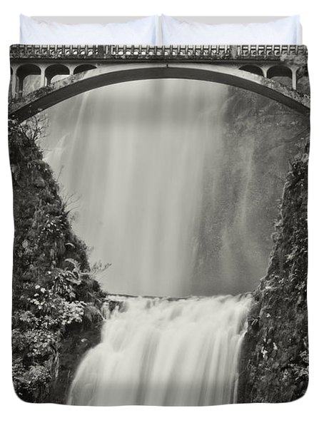Multnomah Falls Upclose Duvet Cover by Don Schwartz