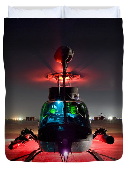 Oh-58d Kiowa Pilots Run Duvet Cover by Terry Moore