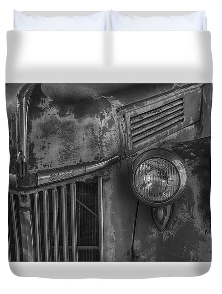 Old Ford Pickup Duvet Cover by Garry Gay