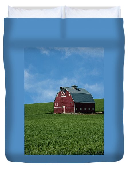 Old Red Barn In The Palouse Duvet Cover by James Hammond