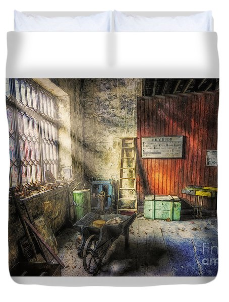 Olde Victorian Slate Workshop Duvet Cover by Ian Mitchell